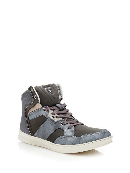 Sneaker tucker