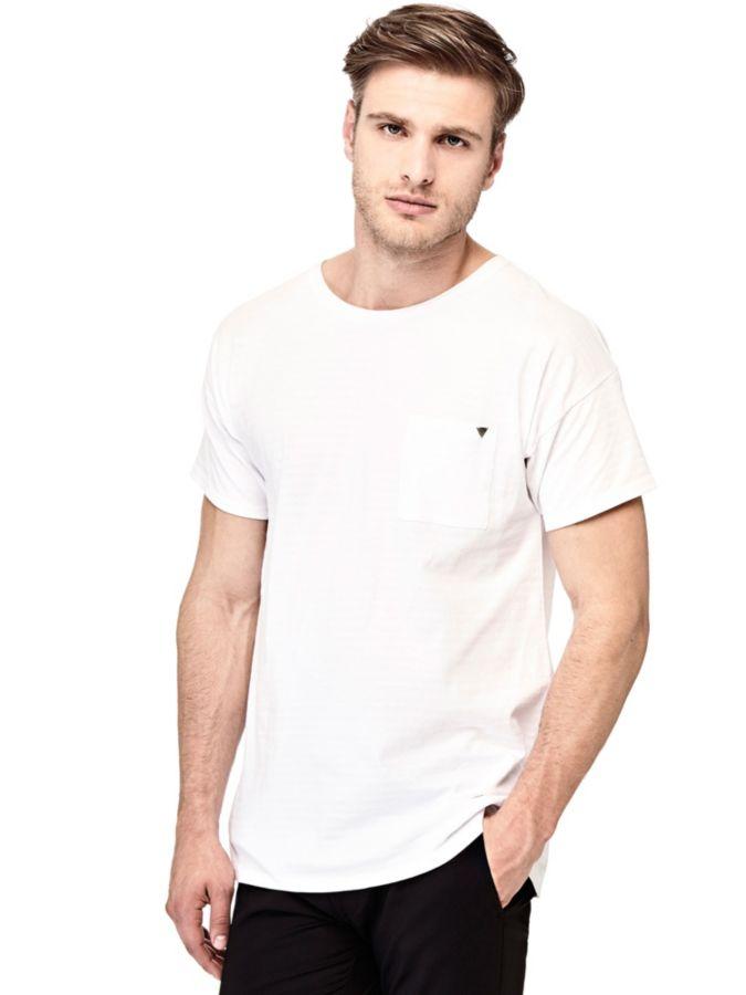 Artikel klicken und genauer betrachten! - T-Shirt aus Baumwollmix.  Runder Ausschnitt.  Kurzarm.  Passform Regular.    Vorne mit Logo. 90% Baumwolle 10% Polyester. Maschinenwäsche bei 30°. Abgebildet ist Größe M, Maße: Gesamtlänge: ca. 72,5 cm. Fällt größengetreu aus. | im Online Shop kaufen
